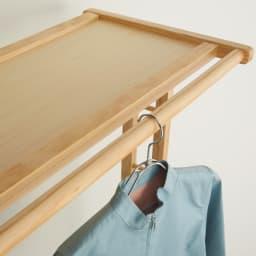 キャスター付き天然木ダブルハンガー 幅120cm 脱いだばかりの服を休ませるのに便利なちょい掛けバー。