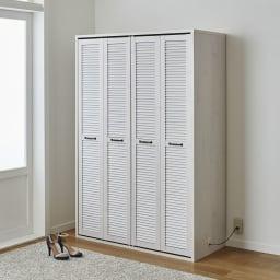 ルーバー 折れ戸クローゼット クローゼット 幅120cm コーディネート例(ア)ホワイト