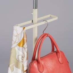手軽で便利なショップスリムハンガー シングルタイプ 小物やボトムスを掛けることもできます。