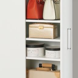 薄型で隠せる収納 衣類収納ロッカー 棚タイプ 棚を外せば、高さがあるものも収納できます。オープン部は組み立て時に左右どちらでも取り付けできます。