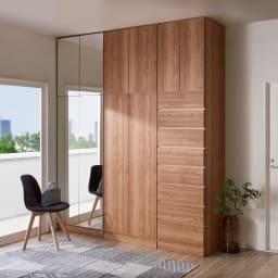 天然木調スタイルミラーワードローブ 高さオーダー上置き 幅60cm・高さ26~90cm コーディネート例 ミラー扉と板扉を組み合わせてみても。 ※写真の天井高さ260cm