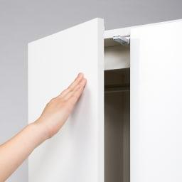 スタイリッシュな着物専用クローゼット 上棚&下盆収納・幅100cm プッシュラッチ 扉はワンタッチでラクラク開閉するプッシュ式。