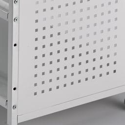 片付けラクラク!頑丈押し入れ収納ワゴン 幅45cm奥行55cm高さ65cm サイドは通気性がよいパンチング板を使用。