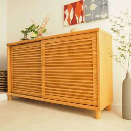 アルダー格子引き戸シューズボックス 幅153cm コーディネート例(ア)ナチュラル アルダー天然木の無垢材を贅沢に使用したシューズボックス。