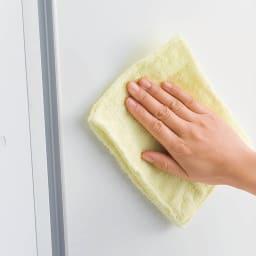 大量玄関収納 引き戸シューズボックス ロータイプ 幅92cm 扉は汚れが落としやすく美しい光沢仕上げ。