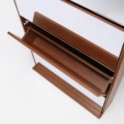 静かに開閉するミラー扉の薄型シューズボックス 3段 幅90cm フラップ扉内部も丁寧に化粧仕上げを施してあります。