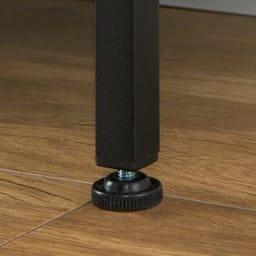 ブルックリン風 突っ張り薄型シューズラック 幅65.5cm 奥行20cm 高さ230~270cm 玄関の床の傾きにも対応するアジャスター付き。