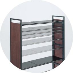 空間に美しく調和する伸縮自在木目調シューズラック 5段 棚板は5cmピッチで可動式。