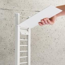 飾れるフロートシューズラック シングル7足用 すべての棚板は3cm間隔で好きな位置に設置可能。