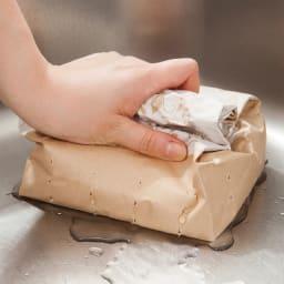 シンクの生ごみに!三角コーナーいらずの防水紙の水切り袋 320枚 袋には水切り穴付き。ぎゅーっと握って絞り、そのまま捨てられられます。