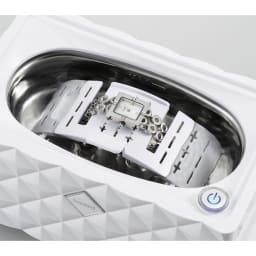 超音波洗浄器 腕時計も固定できるアクセサリーホルダー付き。