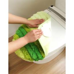 フレッシュデオ消臭トイレマット&フタカバー 対応フタタイプ:普通型、洗浄・暖房型共通のドレニモタイプです。