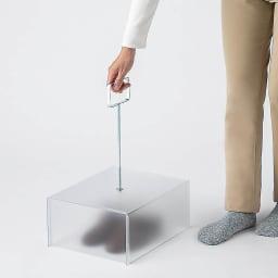 ベランダ用サンダルカバー 長めのハンドルで動かしやすい。