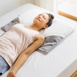 ミズノ・dinos 共同企画商品 メディブレスピロー ピローケース付きセット 枕がもたらすヨガのような眠り。無理なく胸が開くような特殊な形状によって叶う深く心地よい呼吸。