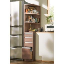 取り出しやすい2面オープンすき間収納庫 奥行44.5cm・幅15cm (オ)オリジナルウォルナット 使いやすい上段オープンタイプでキッチンの隙間をフル活用。 下段のチェストもキッチン周りの整理に便利です。 ※写真は幅30奥行55cmタイプです。