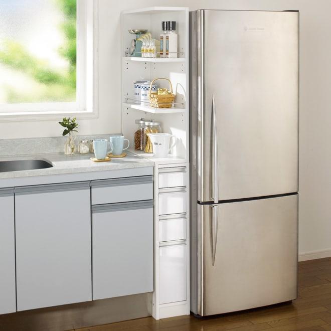取り出しやすい2面オープンすき間収納庫 奥行55cm・幅20cm (ア)ホワイト 使いやすい上段オープンタイプでキッチンの隙間をフル活用。下段のチェストもキッチン周りの整理に便利です。