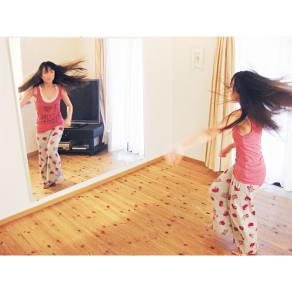 割れない軽量フィルムミラー 115×110cm avex企画ダンス練習用ミラー「DANCE MATE」[太枠フレーム] 写真