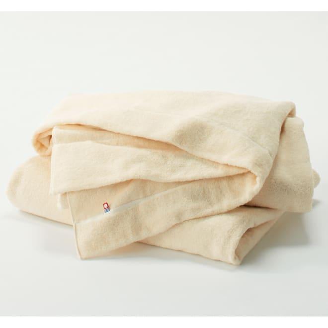 今治タオルの寝具シリーズ タオルケット シングル タオルケットは両面ふかふかのパイル地で、昨年よりもよりやわらかくリッチな風合いになり、ボリュームもアップしました。※お届けは1枚のみです。
