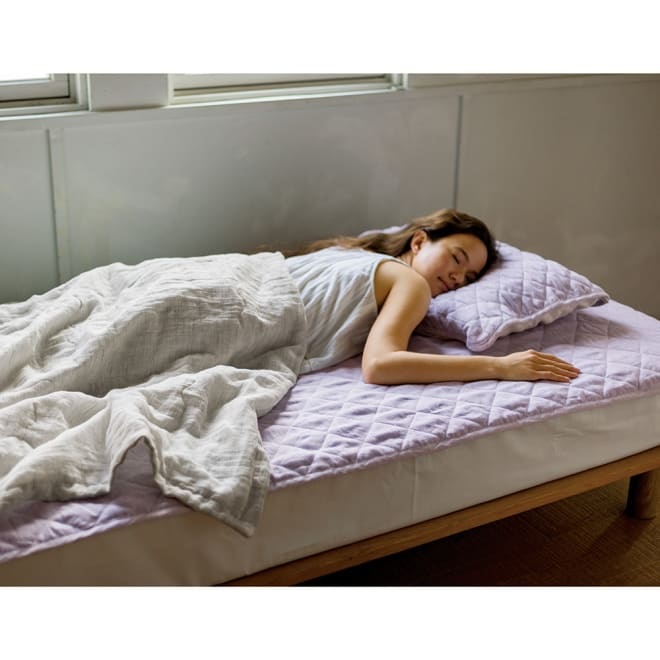 ファミリー布団用 洗える本麻敷きパッド(ファミリーサイズ・家族用) コーディネート例 (イ)パープル ※お届けは敷きパッドになります。