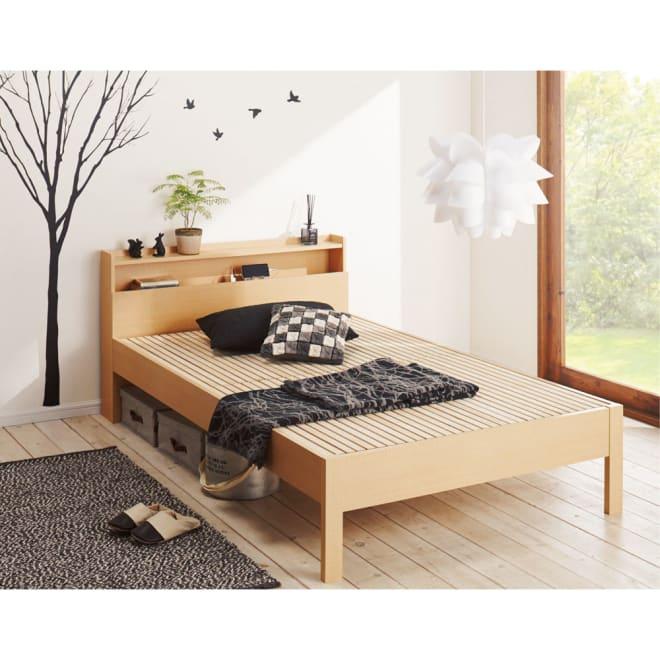 角あたりのない細すのこベッド 棚付き フレームのみ 使用イメージ (ア)ナチュラル ※写真はセミダブルサイズです。
