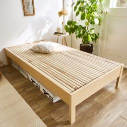 角あたりのない細すのこベッド 棚なし(国産ポケットコイルマットレス付き) (ア)ナチュラル  通常より細いすのこ板を使用しているため、布団でも心地よく眠れます。