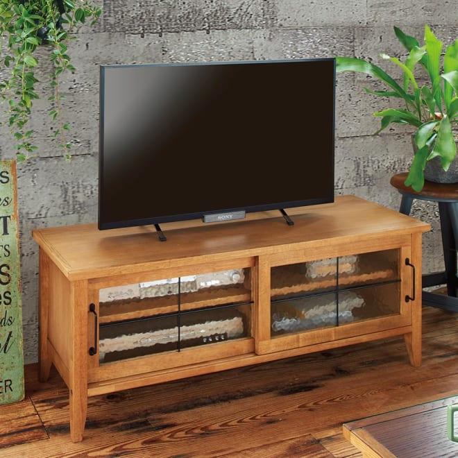 コンパクトなブルックリン風シリーズ テレビ台 オークの天然木の質感が美しく、長く愛用していただけるTVボードです。