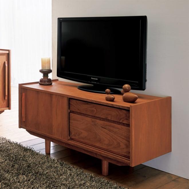 北欧ヴィンテージ風 チーク材 リビング収納 テレビ台 幅102cm チークの木目がインテリアに調和する、飽きのこない洗練されたデザインです。