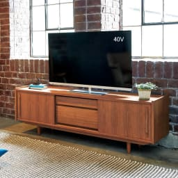 北欧ヴィンテージ風 チーク材 リビング収納 テレビ台 幅150cm チークの木目がインテリアに調和する、飽きのこない洗練されたデザインです。