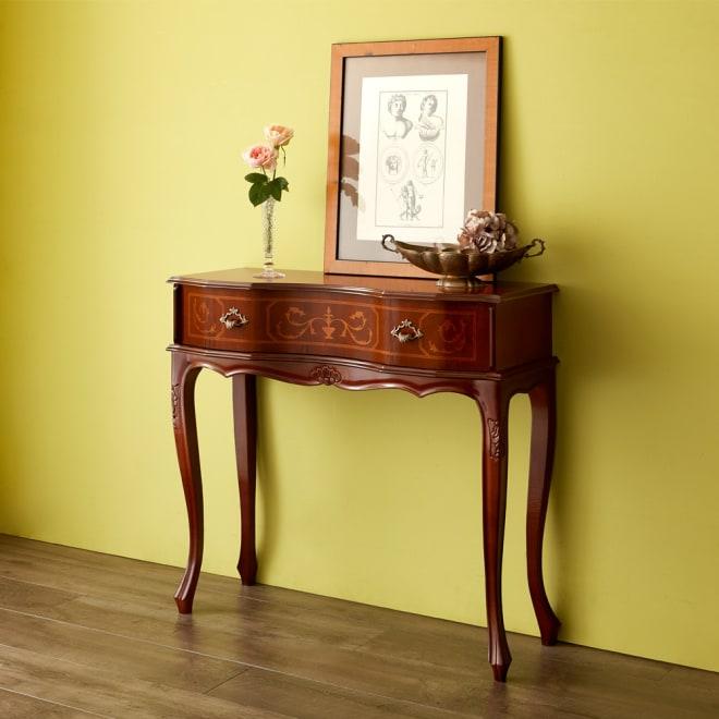 イタリア製猫脚シリーズ コンソールデスク イタリアの職人が丁寧に仕上げた、象嵌細工の美しいコンソールテーブル。