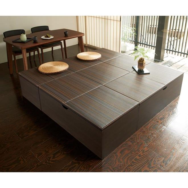 市松模様美草ユニット畳シリーズ セット品 高さ40cm コーディネート例(イ)ブラウン系[高さ40cmタイプ・4.5畳セット] ダイニングテーブルの椅子代わりにもなります。※畳の目を揃えて置くこともできます。