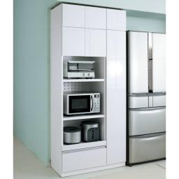 家電も食器もたっぷり収納!天井ぴったりキッチンシリーズ マルチボード 幅90cm奥行45cm 収納力たっぷりで家電もまとめて収納できる、オールインワンの家電収納食器棚です。(エ)ホワイト(光沢無地) ※写真の天井高さ220cm ※写真はマルチボード幅90cm+上置き幅90cmです。