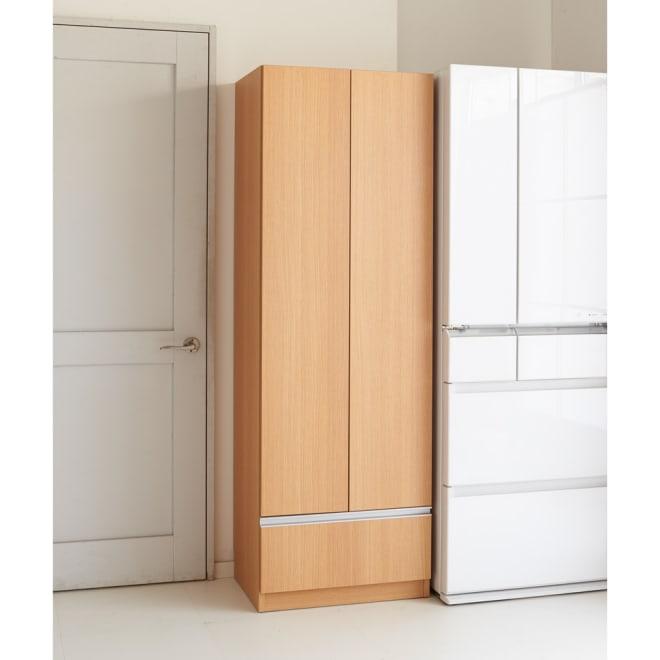 食器もストックもたっぷり収納!天井ぴったりキッチンシリーズ 食器棚 幅60cm奥行50cm 収納力たっぷり、便利な引出付の食器棚です。 (イ)ナチュラル