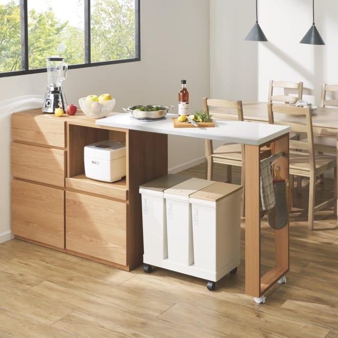 天然木伸長式キッチンカウンター 幅109.5~184cm (ア)ナチュラル 間仕切りカウンターとしても活躍。幅は110cm~190cmの範囲で伸長します。