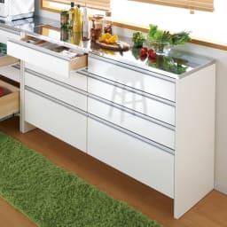 ステンレストップ間仕切りカウンター 幅150cm こだわりの脚部高さ設計で、床のお掃除が簡単なアイデア収納。(ア)ホワイト