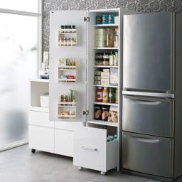 引き出して使える頑丈ワゴン付き キッチンストッカー 幅45cm 扉は左右どちら開きにでも設定可能です。
