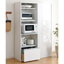 全部隠せる スライド棚付きキッチン家電収納庫 ハイタイプ すっきり隠せる引き戸と3つのスライドテーブルがポイントです。ぜひ他のレンジ台と比較してください。