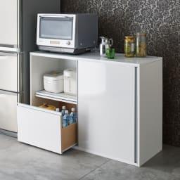 全部隠せる スライド棚付きキッチン家電収納庫  ロータイプ ロータイプは大型レンジにも対応。