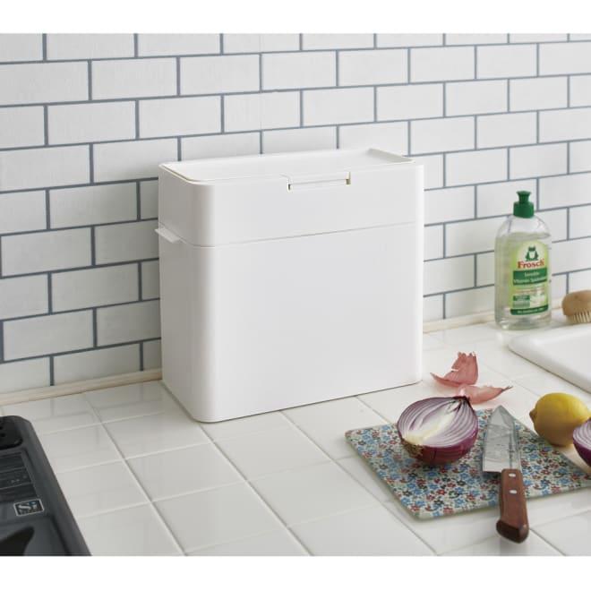 Seals(シールズ) ダストボックス 9.5リットル (ア)ホワイト 容量9.5リットルタイプの小型ダストボックス。調理台の上にも置けるコンパクトサイズです。