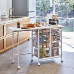 広がる調理台付き 多段キッチンストッカー 幅72cm(天板伸長時 幅120cm) (ア)ホワイト 収納も作業も叶う1台2役。天板を広げれば幅120cmのワイドな作業台になります。