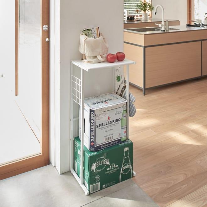 幅が伸縮するキッチン作業台ラック 奥行30cm 幅30cm~50cm 今まで使っていなかった空間も活用できるコンパクトサイズ。 ※奥行30cmタイプです。お届けはラックのみです。