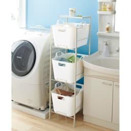 洗濯物の仕分けに便利 大きなバスケットのランドリーワゴン 3段 (イ)ホワイト 洗面化粧台横や洗濯機横に置けば、省スペースで家族の洗濯物や衣類を分別収納できます。