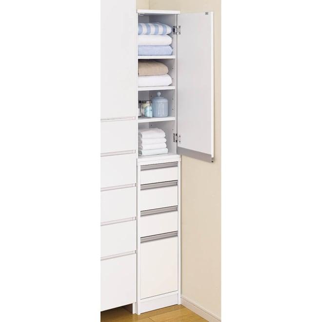 豊富なサイズから選べる 光沢仕上げすき間収納 幅15cm・奥行30cm 棚板はスライド式ではなく通常の可動棚板となります。 ※写真は幅30cmタイプです。お届けは幅15cmとなります。