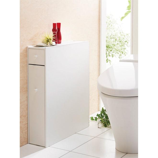 12ロール収納 スライド薄型トイレラック 幅15cmのスリムタイプで、トイレの便器横に収納できます。狭い水まわりのスペースを有効活用です。