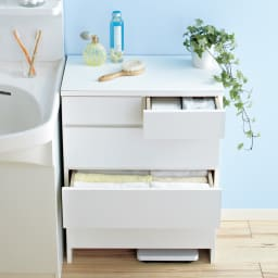 汚れに強い人工大理石トップ(天板)の薄型ランドリーチェスト 幅60cm 爽やかな明るいサニタリーにはホワイトのチェストがおすすめです。洗面所に清潔感と収納力をプラスします。