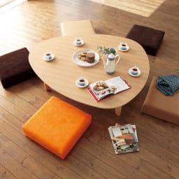 折れ脚フロアテーブルエッグ 幅140cm エッグの愛らしい形が叶えるのは、テーブルに座るみんなの笑顔。