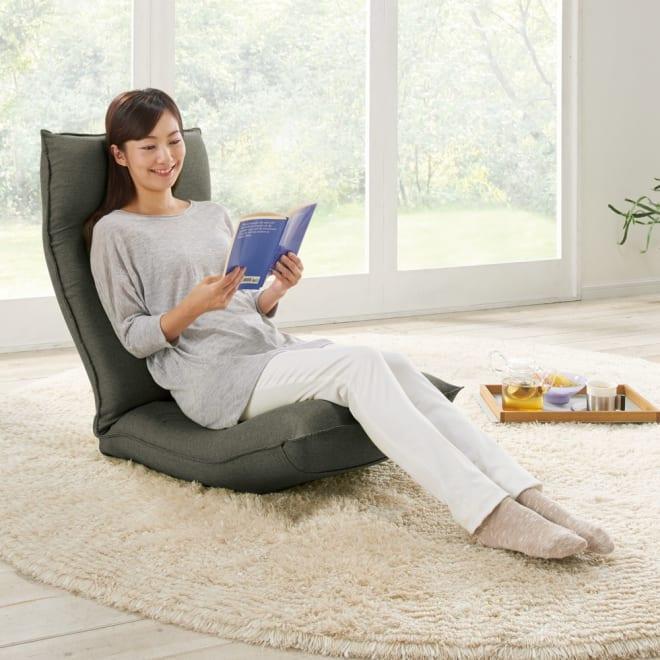 サイズを選べる 腰にやさしいリラックスチェアⅢ 長時間座っても疲れにくい!心地よくフィットするラクラク座椅子。 (ア)ダークグレー ※モデル身長:160cm ※写真はLサイズです。