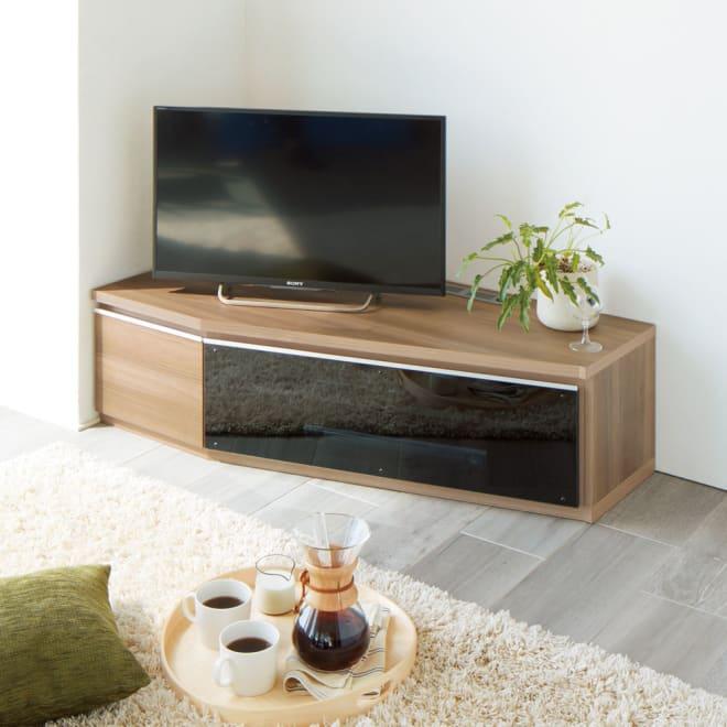 住宅事情を考えた天然木調コーナーテレビ台・テレビボード 左コーナー用 幅123.5cm コーディネート例(イ)グレーウォルナット 木目が美しい天然木調のコーナータイプのテレビボード!