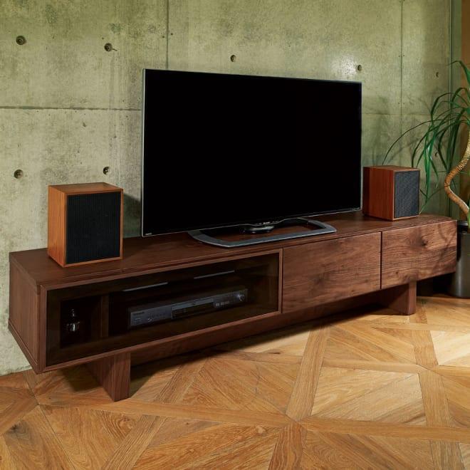 大画面対応ウォルナット天然木テレビ台シリーズ テレビ台・テレビボード 幅180cm 風格のある天然木のテレビ台。ホームシアター機材も置けるサイズです。