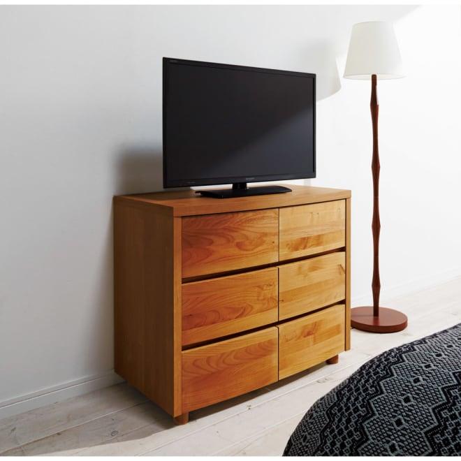 アルダー天然木アールデザインテレビ台シリーズ チェスト 幅85高さ71cm ハイタイプのテレビ台としてもご利用でします。設置テレビは32インチ(ア)ライトブラウン