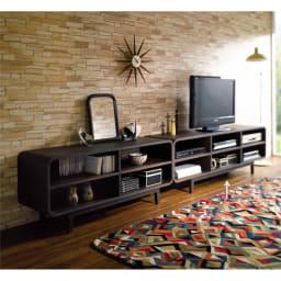 曲面加工のラウンドシェルフシリーズ テレビ台・テレビボード 2段3連 幅165cm 高さ52cm脚付きタイプ お届けは右側の2段3連タイプです。 並べて使えばサイドボードとして使えます。